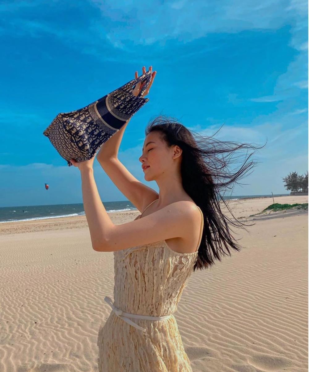 Hoa hậu Phương Khánh khoe đường cong nữ thần trong bộ đồ bơi khoét hông cao Ảnh 4