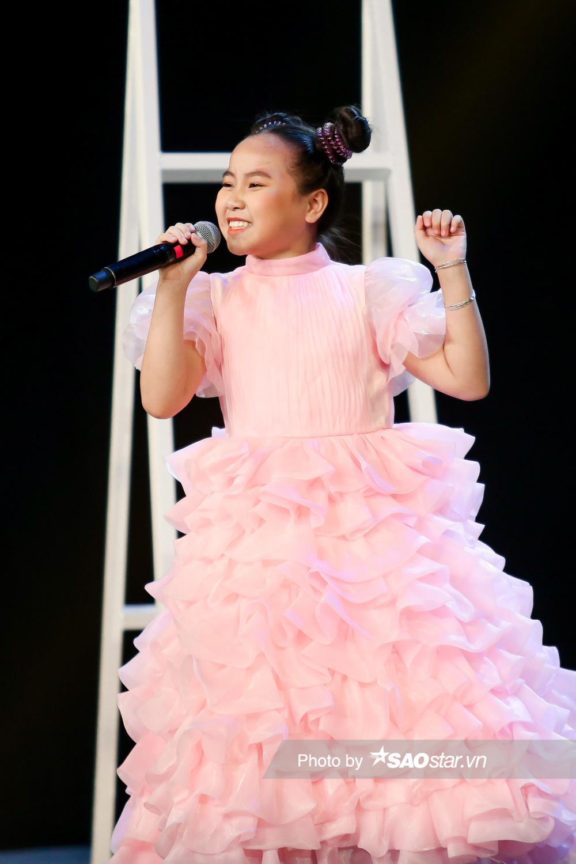 Khánh Linh hóa công chúa, khoe giọng cao vút làm BigDadddy - Emily 'bất đồng quan điểm' Ảnh 4
