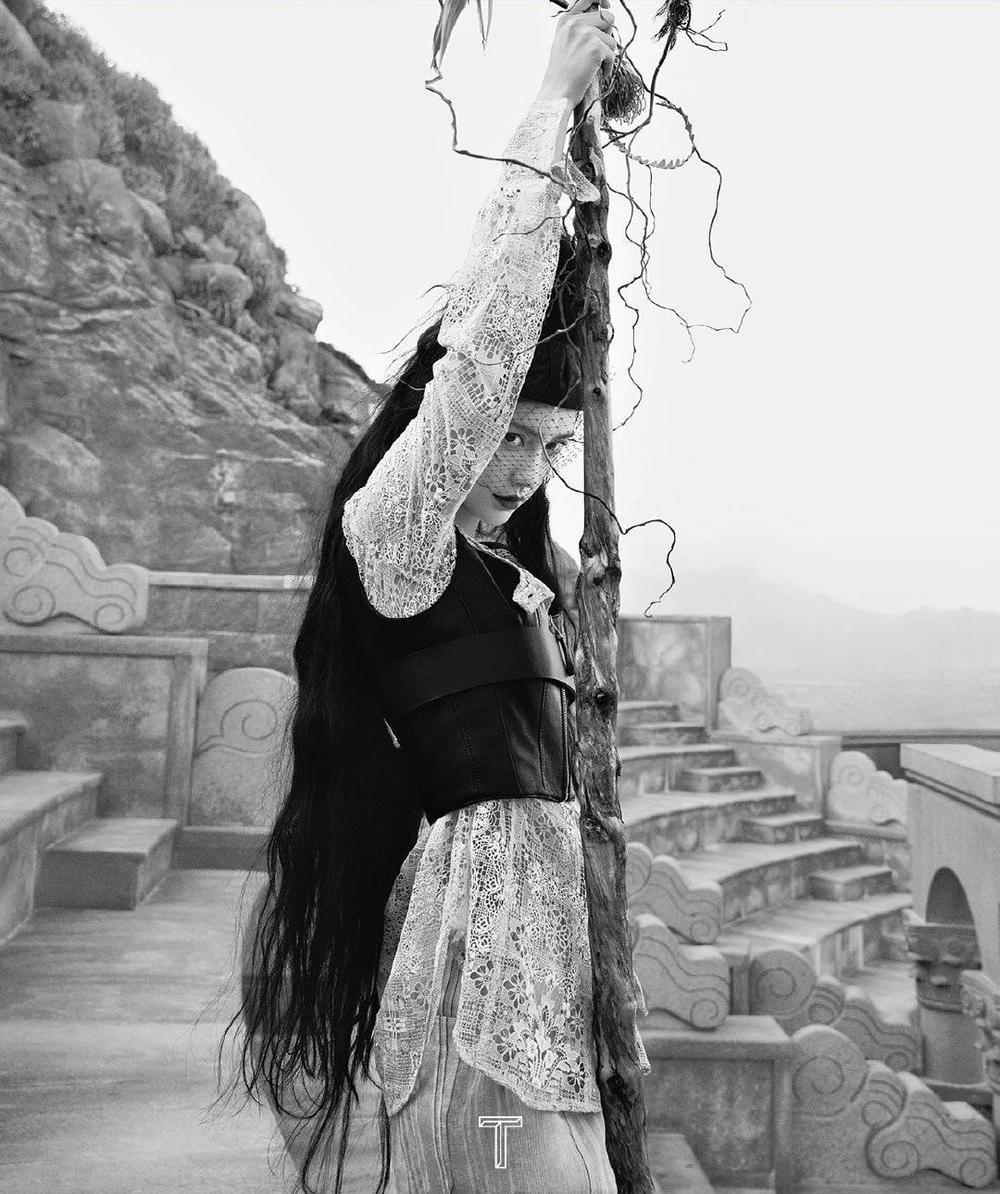 Angelababy hóa cô 'phù thủy hắc ám' xinh đẹp và ma mị trên bìa tạp chí Ảnh 3