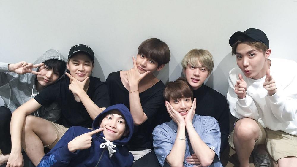 BTS thu hút 2,7 triệu người tham gia concert online: Đỉnh thế này ai đọ được? Ảnh 3