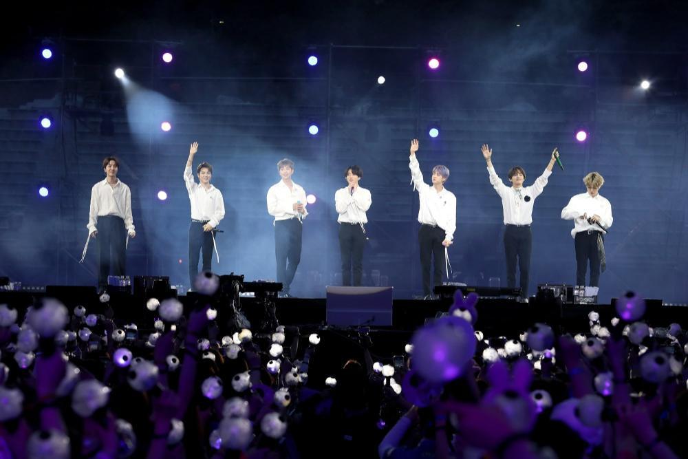 BTS thu hút 2,7 triệu người tham gia concert online: Đỉnh thế này ai đọ được? Ảnh 2