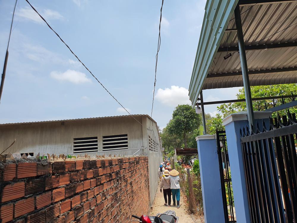Bé gái 5 tuổi nghi bị xâm hại: Nghi phạm là hàng xóm thân thiết, còn qua đám tang chia buồn với gia đình Ảnh 2