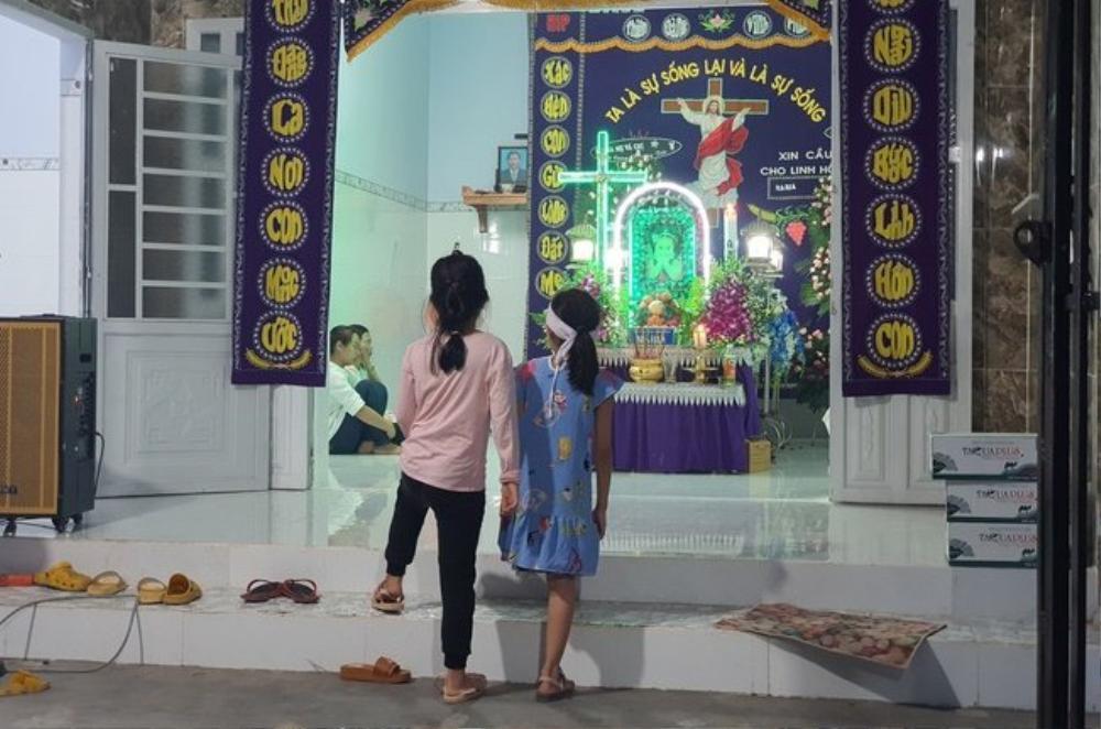 Nhóm Hoa hậu Việt xuống tận nhà viếng tang lễ cháu bé 5 tuổi bị sát hại ở Bà Rịa Ảnh 1
