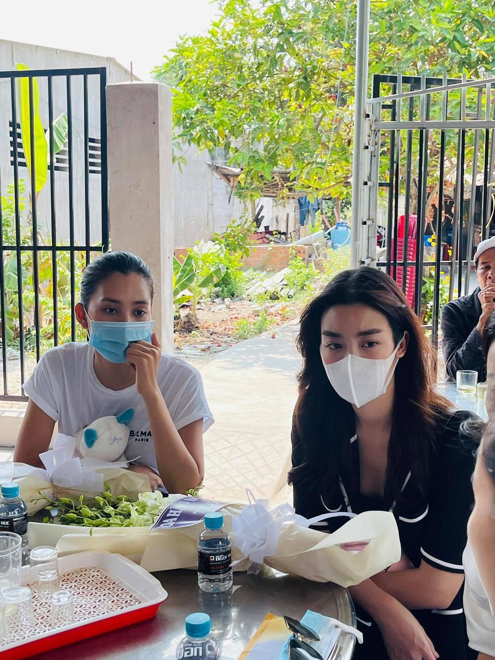 Nhóm Hoa hậu Việt xuống tận nhà viếng tang lễ cháu bé 5 tuổi bị sát hại ở Bà Rịa Ảnh 8