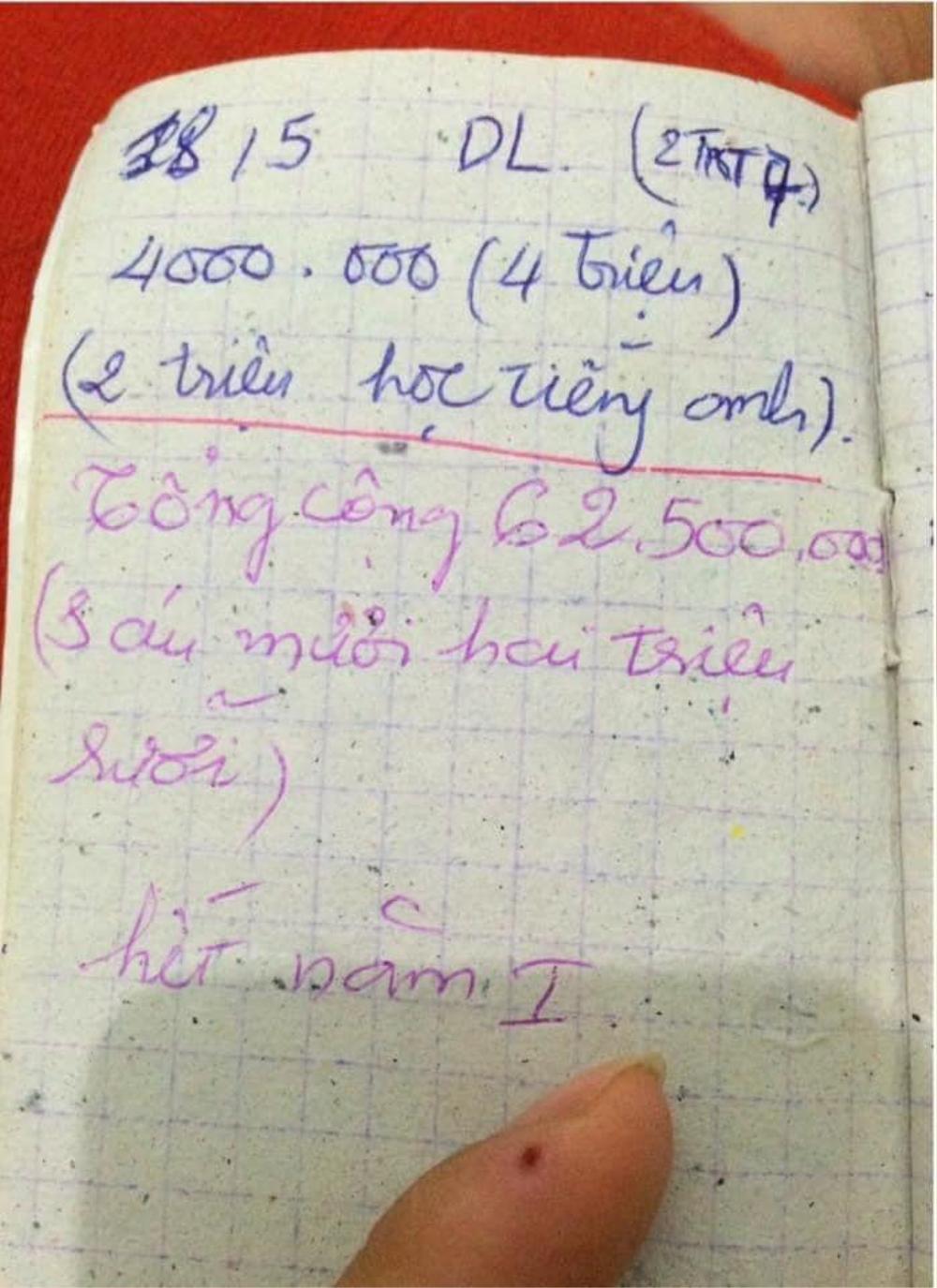 Cô gái bật khóc nức nở khi vô tình tìm thấy cuốn sổ tay 'nuôi Đại học' của bố mẹ cách đây 5 năm Ảnh 2