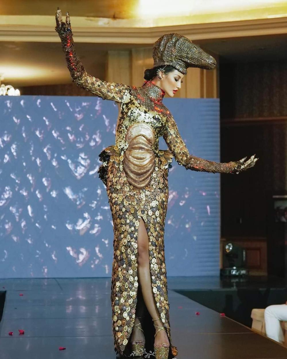 'Kén Em' lộ diện, fan khen National Costume của Khánh Vân tại Miss Universe không kém cạnh đối thủ nào Ảnh 6