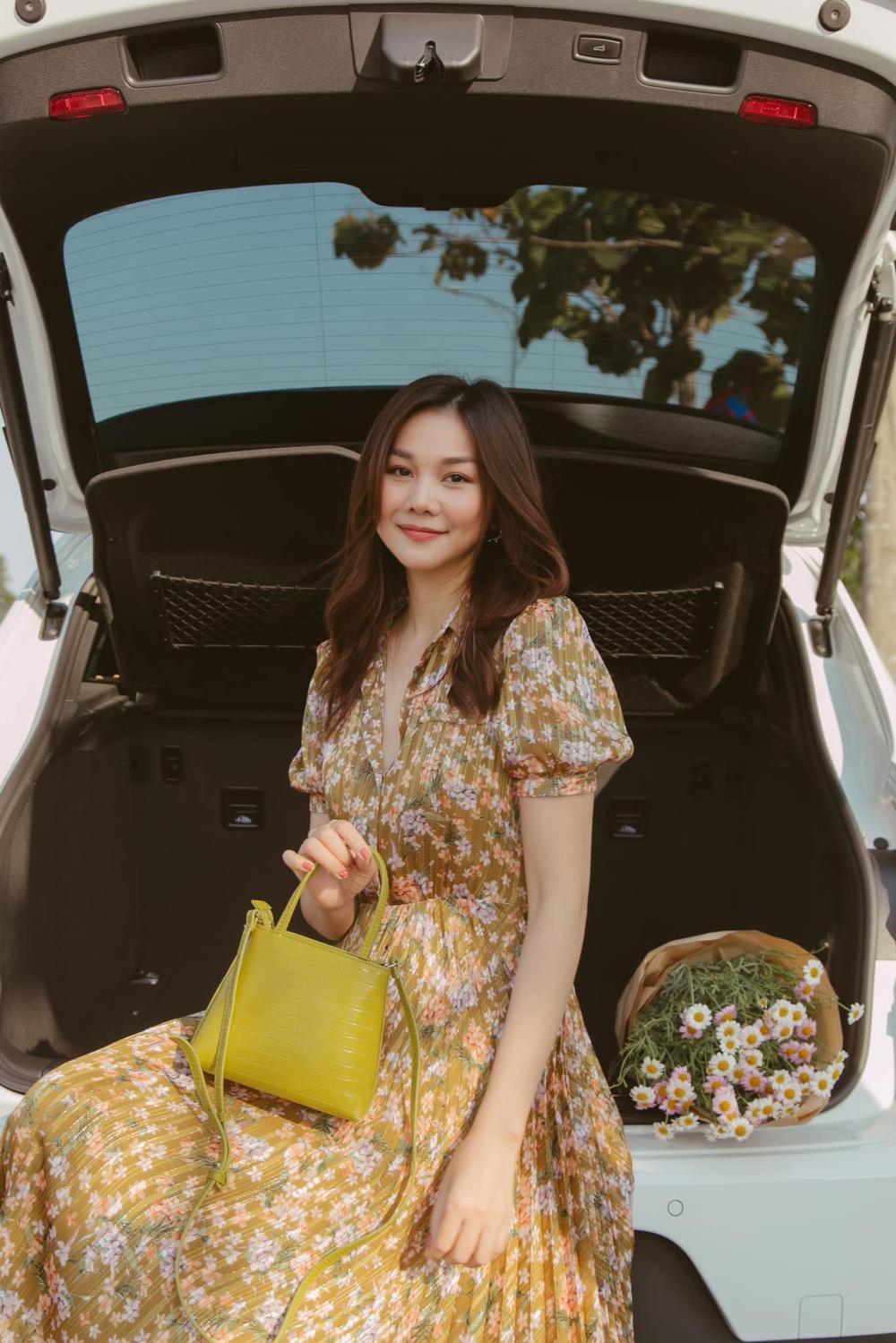 Cuốn hút mỗi ngày với váy áo hoa ngọt lịm như chị đẹp Thanh Hằng Ảnh 4