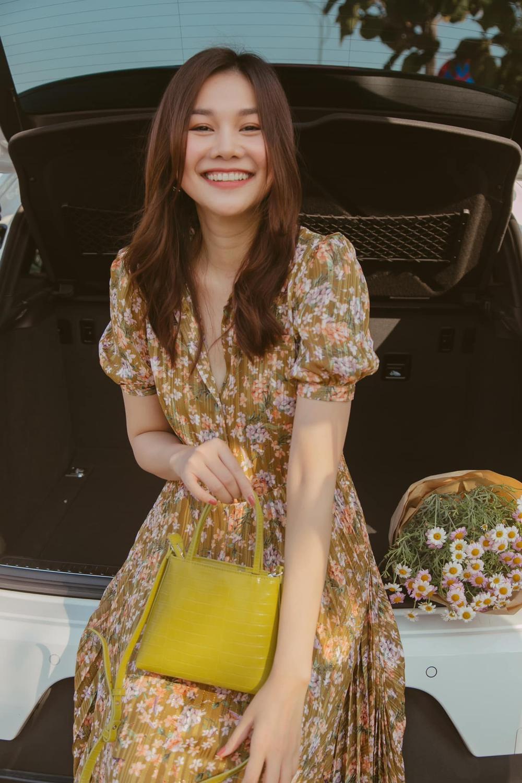 Cuốn hút mỗi ngày với váy áo hoa ngọt lịm như chị đẹp Thanh Hằng Ảnh 3