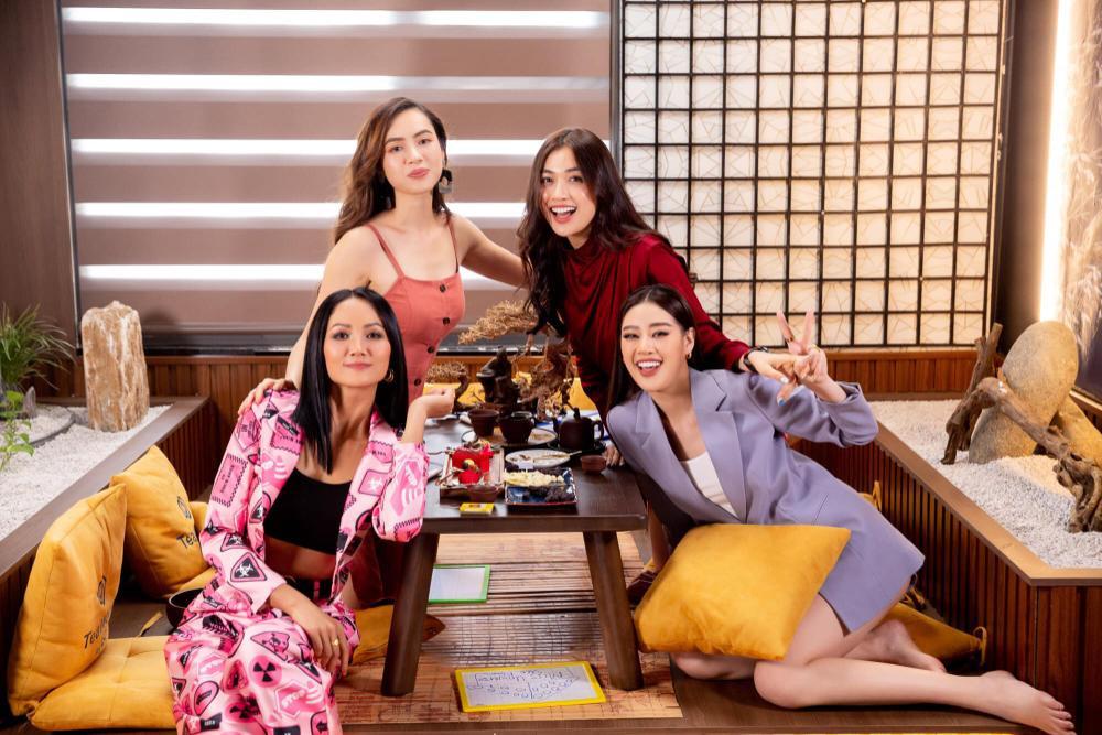 Hoàng My nhắc nhở Khánh Vân: Tuyệt đối không chen hàng, giành vị trí chụp hình khi thi Miss Universe Ảnh 4