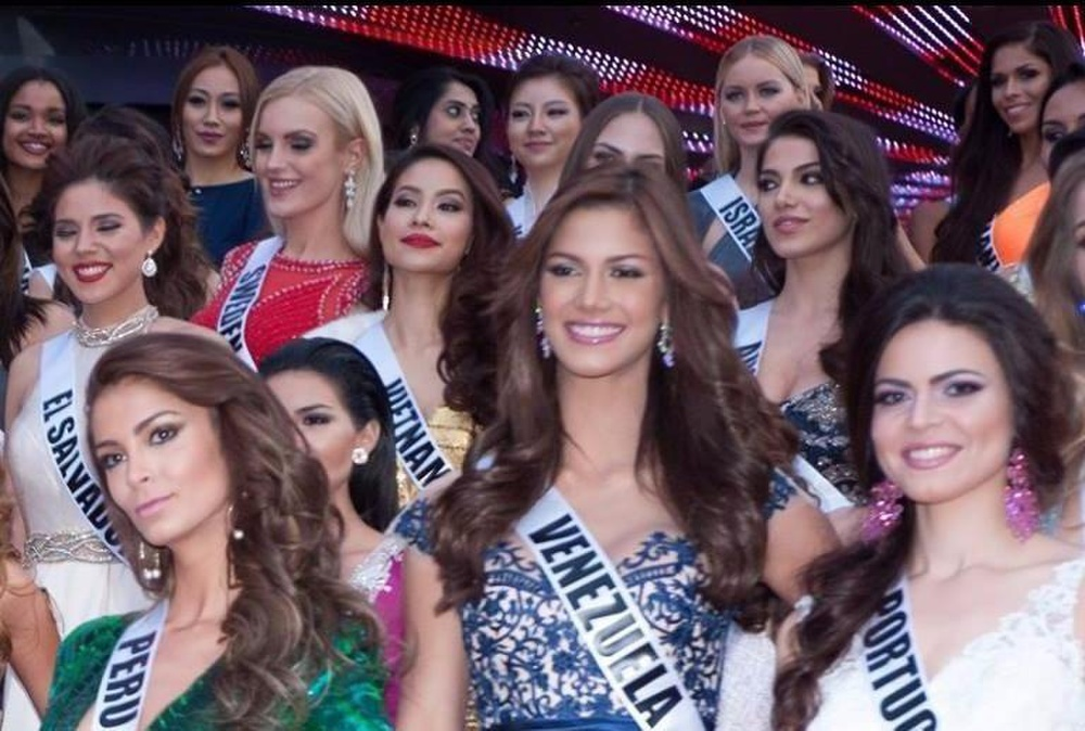 Hoàng My nhắc nhở Khánh Vân: Tuyệt đối không chen hàng, giành vị trí chụp hình khi thi Miss Universe Ảnh 6