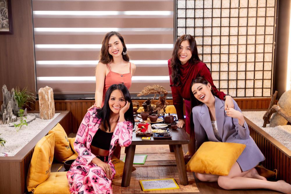 Hoàng My nhắc nhở Khánh Vân: Tuyệt đối không chen hàng, giành vị trí chụp hình khi thi Miss Universe Ảnh 5