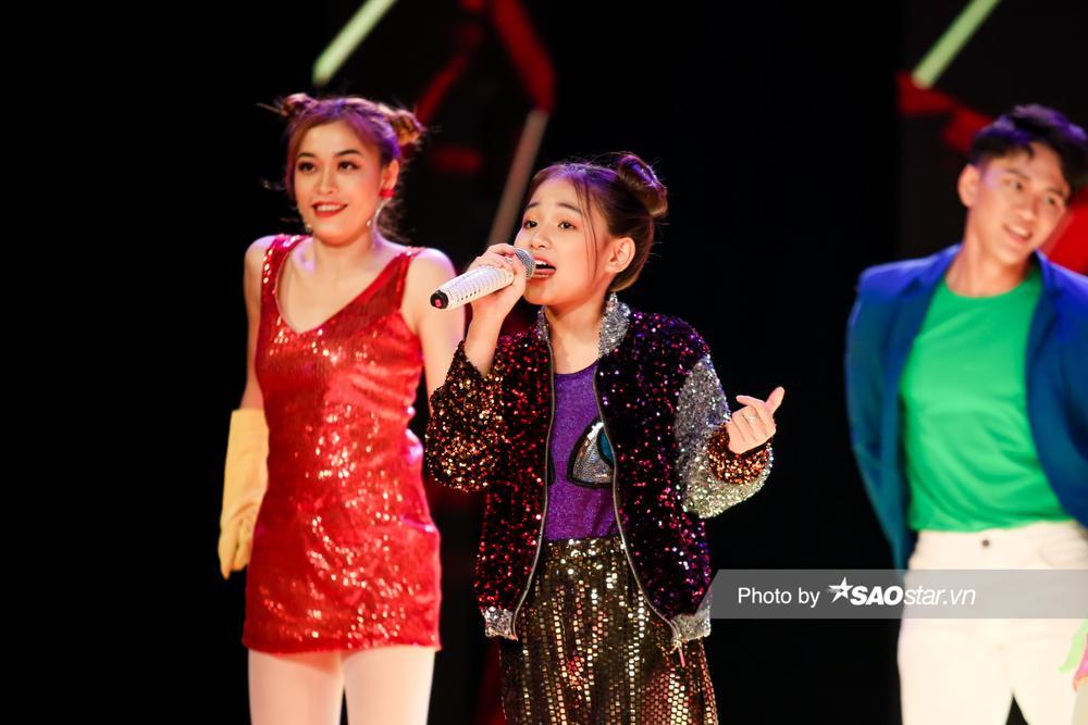 Hồ Hoài Anh - Lưu Hương Giang cùng 2 trò cưng Thùy Trang - Hà Anh mang vũ điệu Daddy Cool khuấy đảo chung Ảnh 4