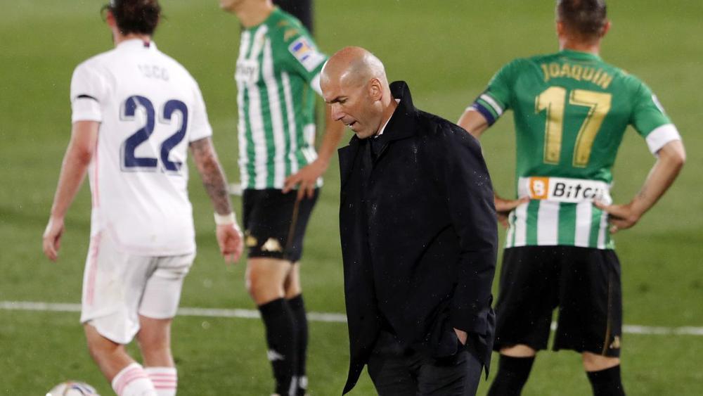 Real Madrid hụt hơi trước Barca và Atletico, Zidane vẫn nói cứng về cuộc đua vô địch Ảnh 1
