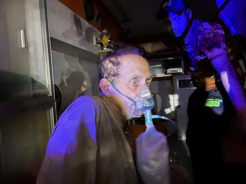 Nổ bình oxy trong bệnh viện điều trị Covid-19, ít nhất 82 người thiệt mạng Ảnh 2
