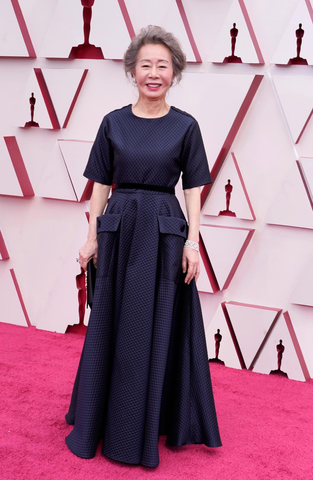 Thảm đỏ Oscar 2021: Lóa mắt với những bộ đầm lộng lẫy của dàn sao Hollywood đình đám Ảnh 2