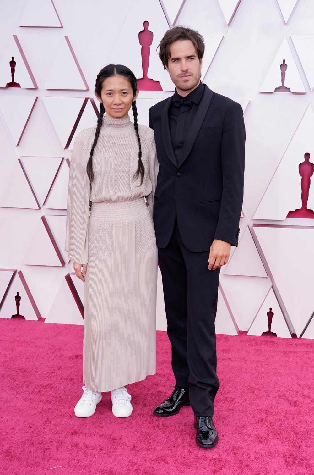 Thảm đỏ Oscar 2021: Lóa mắt với những bộ đầm lộng lẫy của dàn sao Hollywood đình đám Ảnh 12