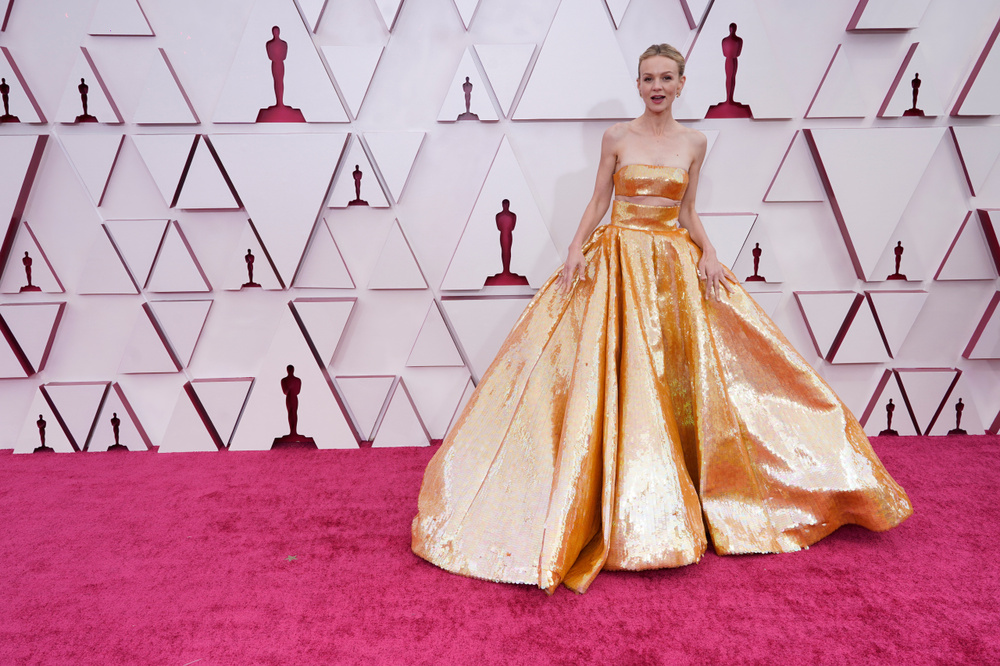 Thảm đỏ Oscar 2021: Lóa mắt với những bộ đầm lộng lẫy của dàn sao Hollywood đình đám Ảnh 7