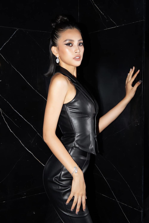 Hoa hậu Tiểu Vy đẹp vượt mặt chân dài triệu đô Bella Hadid khi diện cây đồ đen bao ngầu Ảnh 3