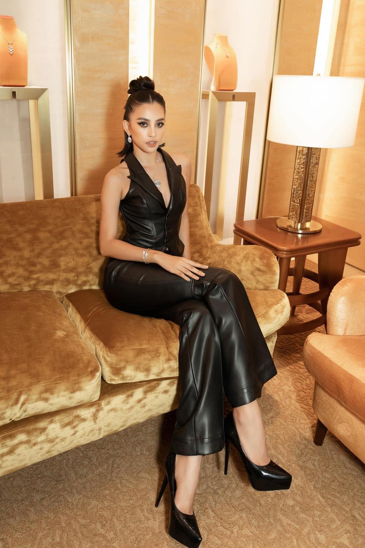 Hoa hậu Tiểu Vy đẹp vượt mặt chân dài triệu đô Bella Hadid khi diện cây đồ đen bao ngầu Ảnh 5