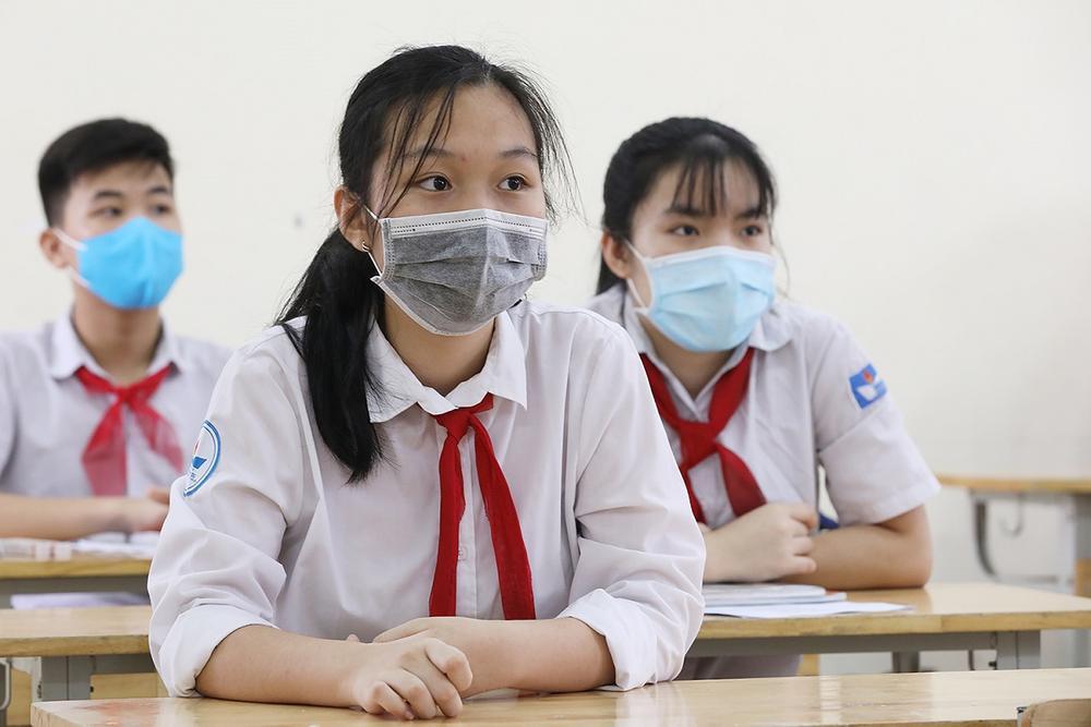 Dịch Covid-19 diễn biến phức tạp, Hà Nội yêu cầu học sinh duy trì nghiêm túc việc đeo khẩu trang Ảnh 1