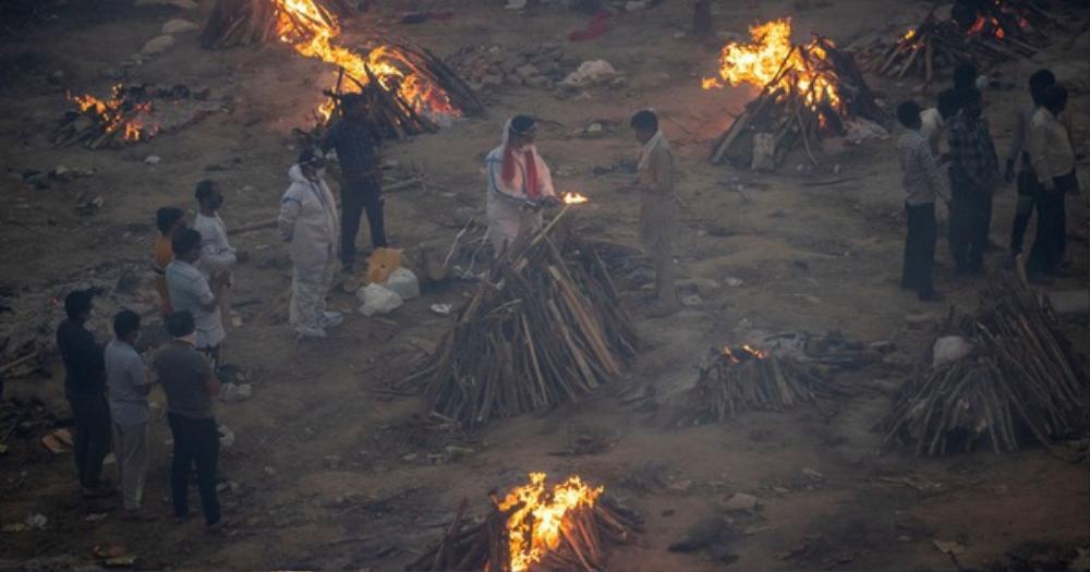 Thảm cảnh 'địa ngục trần gian' tại Ấn Độ: Mẹ già bị con trai bỏ mặc ngoài đường đến c.h.ết vì Covid-19 Ảnh 1