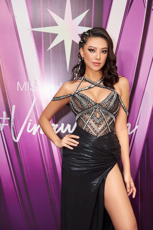 H'Hen Niê - Hoàng Thùy - Thúy Vân - Kim Duyên rạng rỡ đến cổ vũ Khánh Vân chinh chiến Miss Universe 2020 Ảnh 5