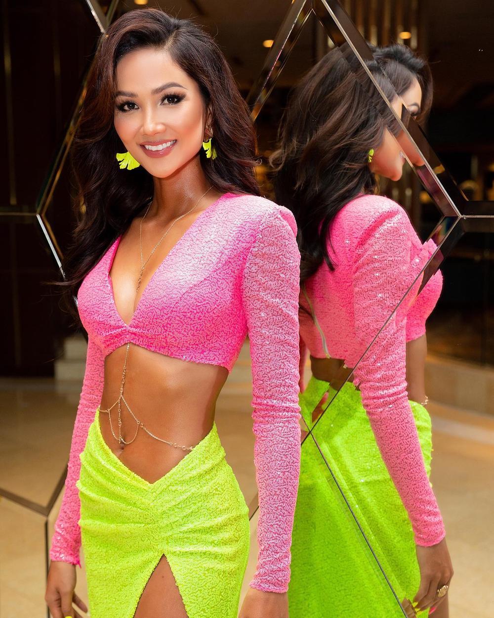Hoa hậu H'Hen Niê diện váy xẻ cao cực hiểm, fan giật mình thon thót theo từng nhịp chân Ảnh 6