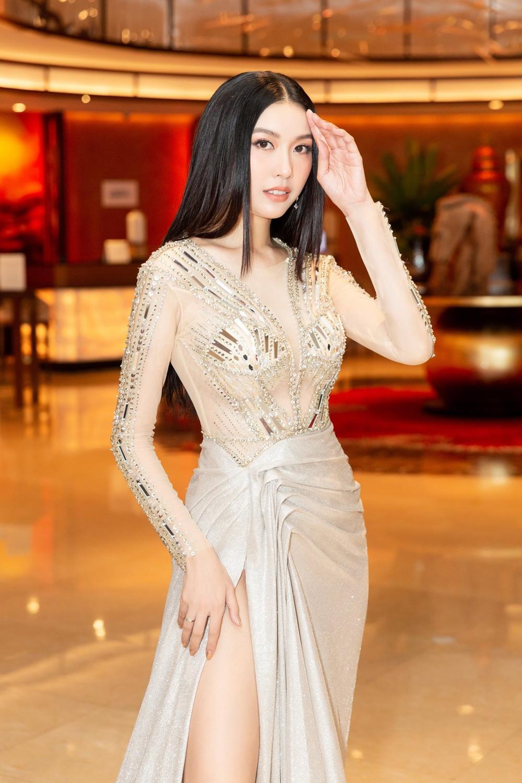 Á hậu Thúy Vân bùng nổ 'nhan sắc' khi diện váy xuyên thấu đẹp hoàn hảo Ảnh 1