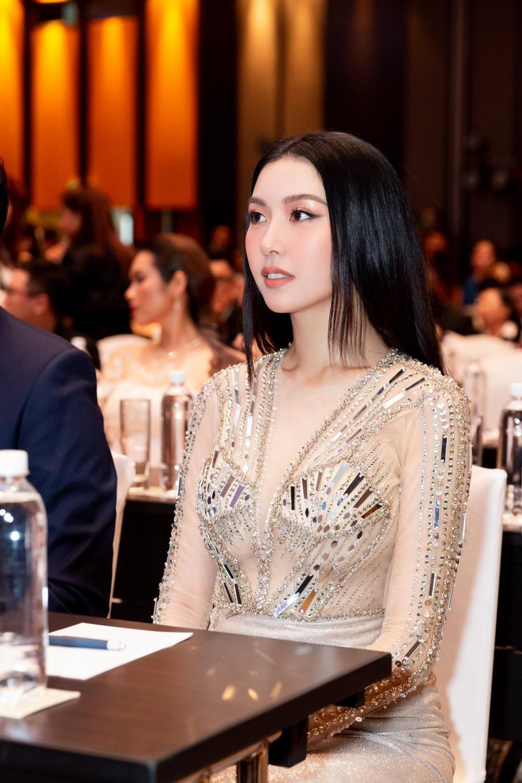 Á hậu Thúy Vân bùng nổ 'nhan sắc' khi diện váy xuyên thấu đẹp hoàn hảo Ảnh 5