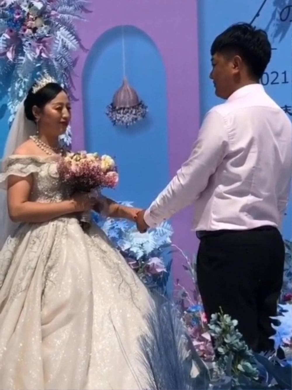 Cô dâu 50 tuổi cưới chú rể đáng tuổi con, mẹ chồng có thái độ bất ngờ Ảnh 1