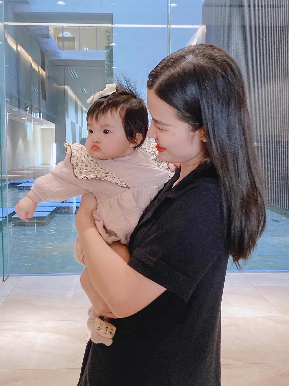 Đông Nhi tự hào khoe con gái 6 tháng tuổi tiêm ngừa ngoan và dũng cảm Ảnh 9