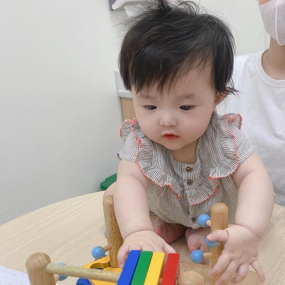Đông Nhi tự hào khoe con gái 6 tháng tuổi tiêm ngừa ngoan và dũng cảm Ảnh 5