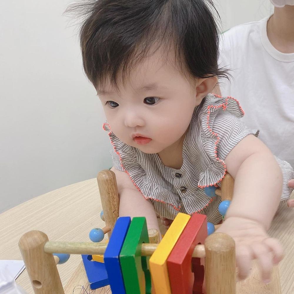 Đông Nhi tự hào khoe con gái 6 tháng tuổi tiêm ngừa ngoan và dũng cảm Ảnh 4