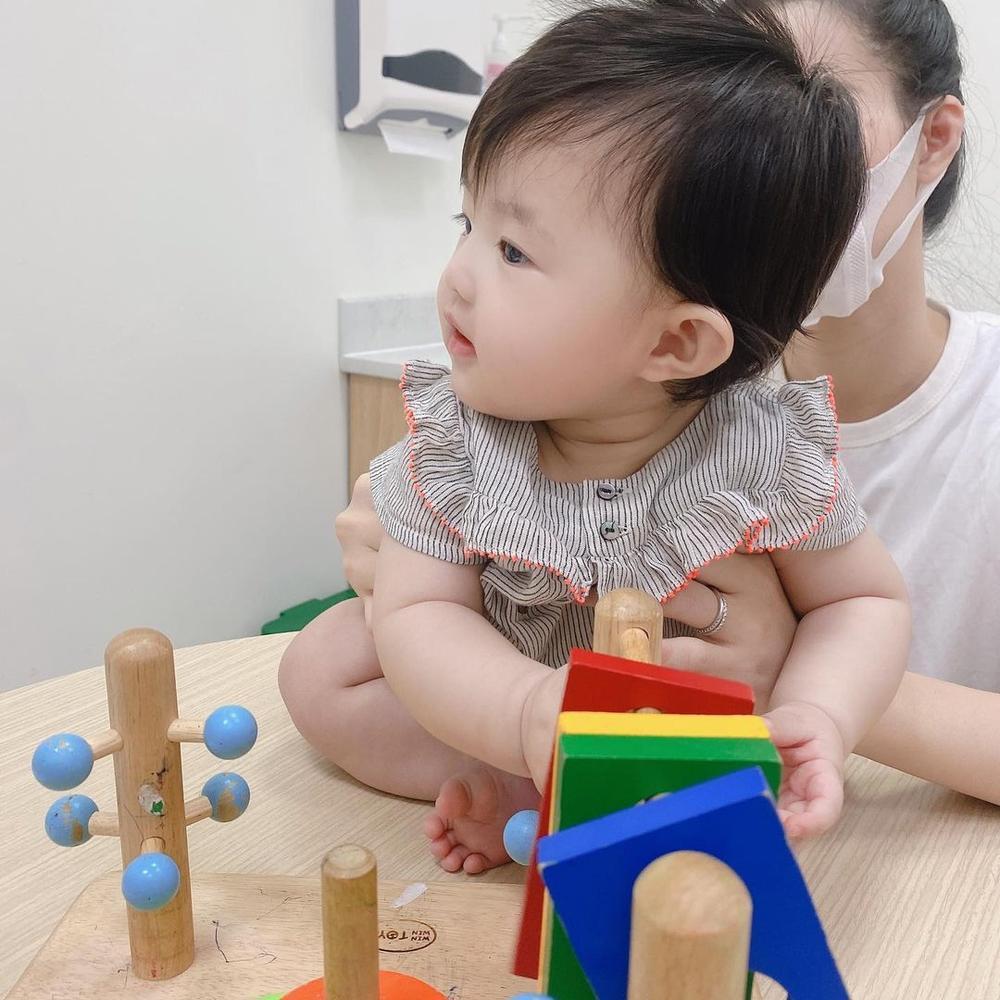 Đông Nhi tự hào khoe con gái 6 tháng tuổi tiêm ngừa ngoan và dũng cảm Ảnh 3