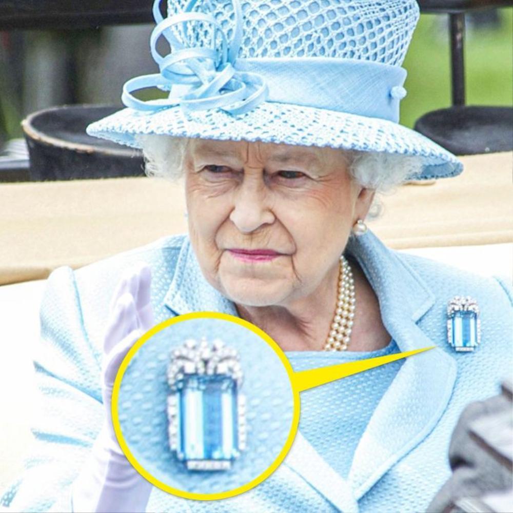 Bí ẩn tủ đồ Hoàng gia: Ý nghĩa hoa cài áo của phụ nữ Hoàng gia Anh Ảnh 10