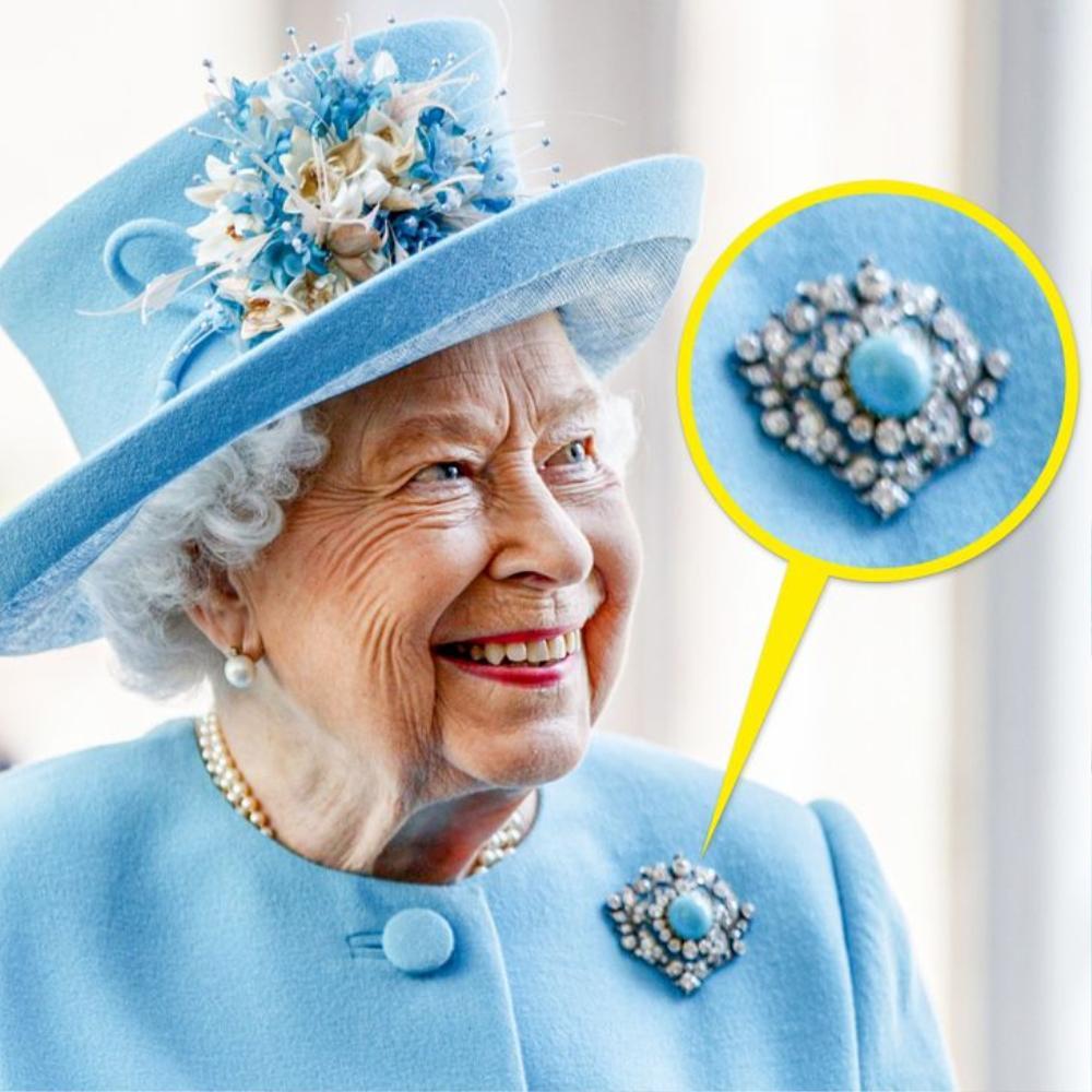 Bí ẩn tủ đồ Hoàng gia: Ý nghĩa hoa cài áo của phụ nữ Hoàng gia Anh Ảnh 1