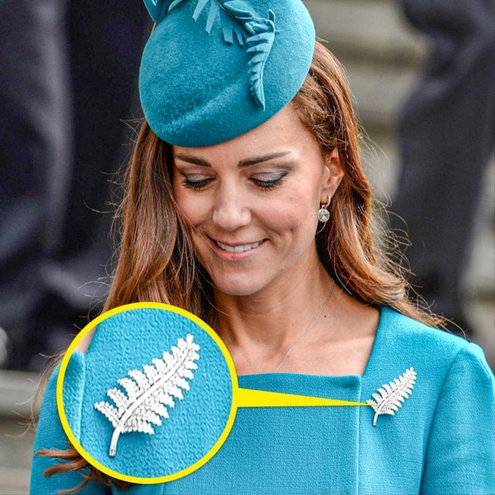 Bí ẩn tủ đồ Hoàng gia: Ý nghĩa hoa cài áo của phụ nữ Hoàng gia Anh Ảnh 5