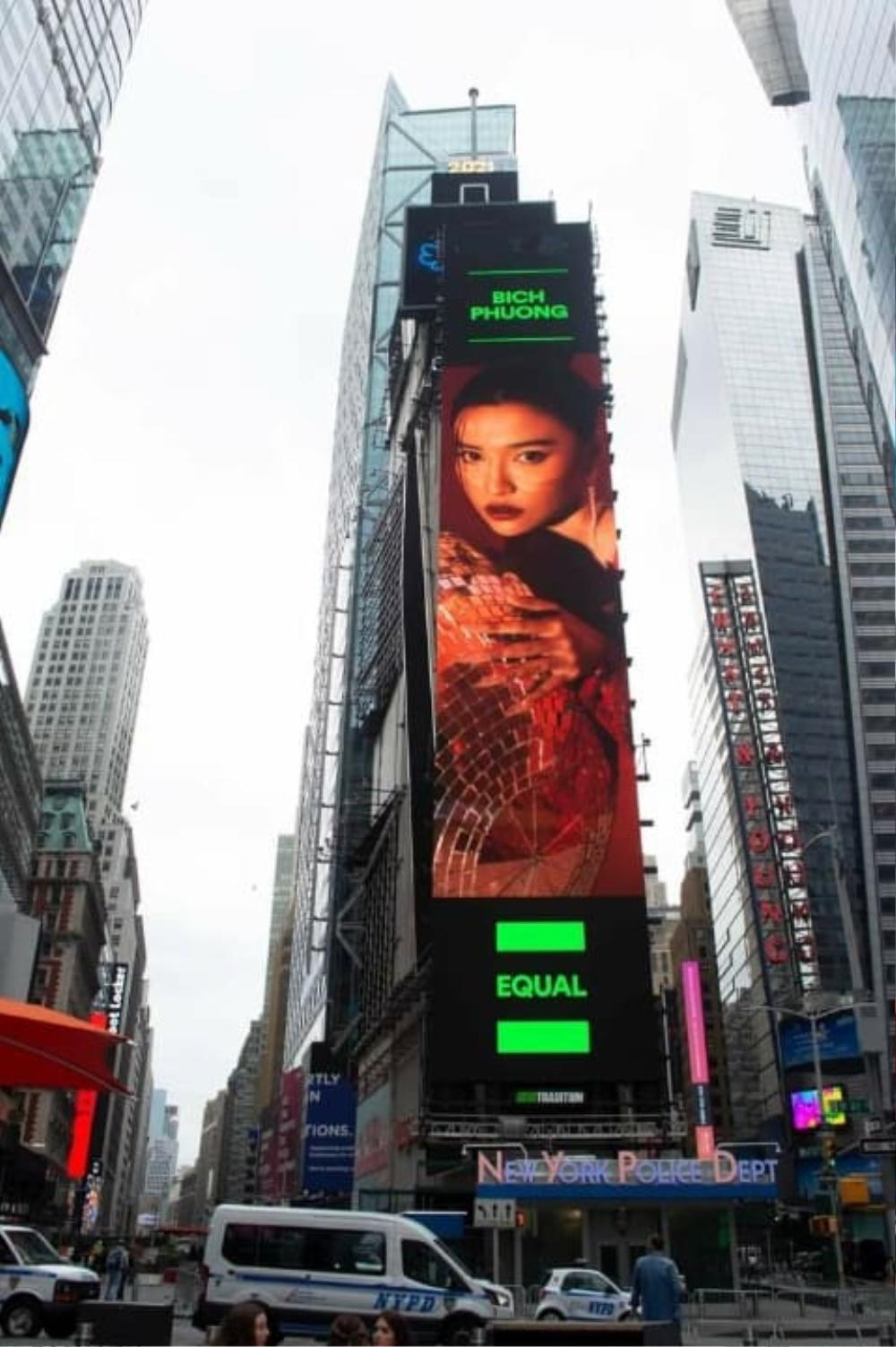 Bích Phương khiến fan tự hào khi xuất hiện trên biển quảng cáo tại Quảng trường Thời đại danh giá Ảnh 1