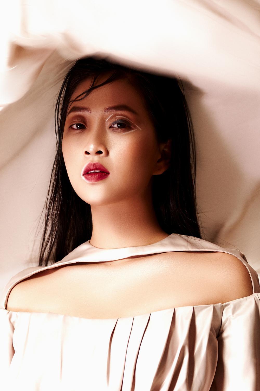 Liêu Hà Trinh đẹp ma mị, biến hoá hình ảnh trong bộ ảnh beauty ấn tượng Ảnh 8
