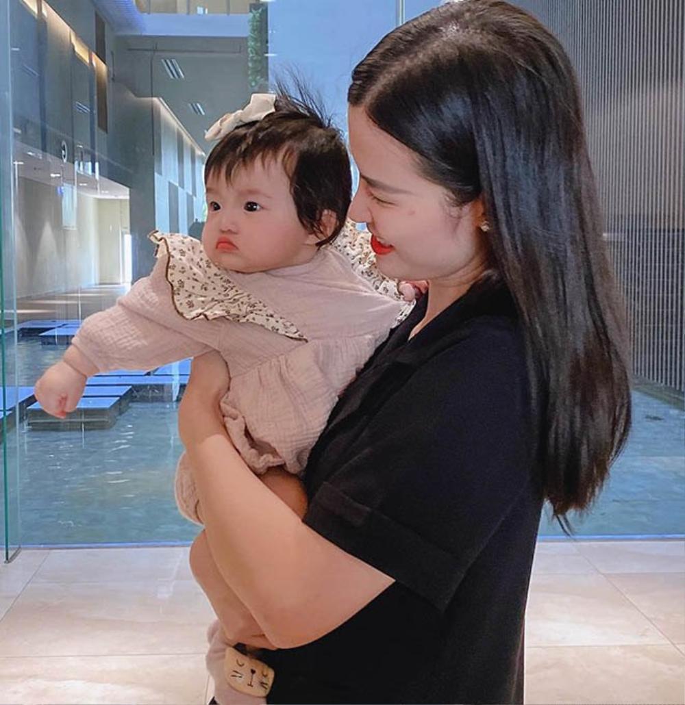 Con gái Đông Nhi càng lớn càng xinh, lấy hết gen đẹp tự nhiên từ bố mẹ Ảnh 7