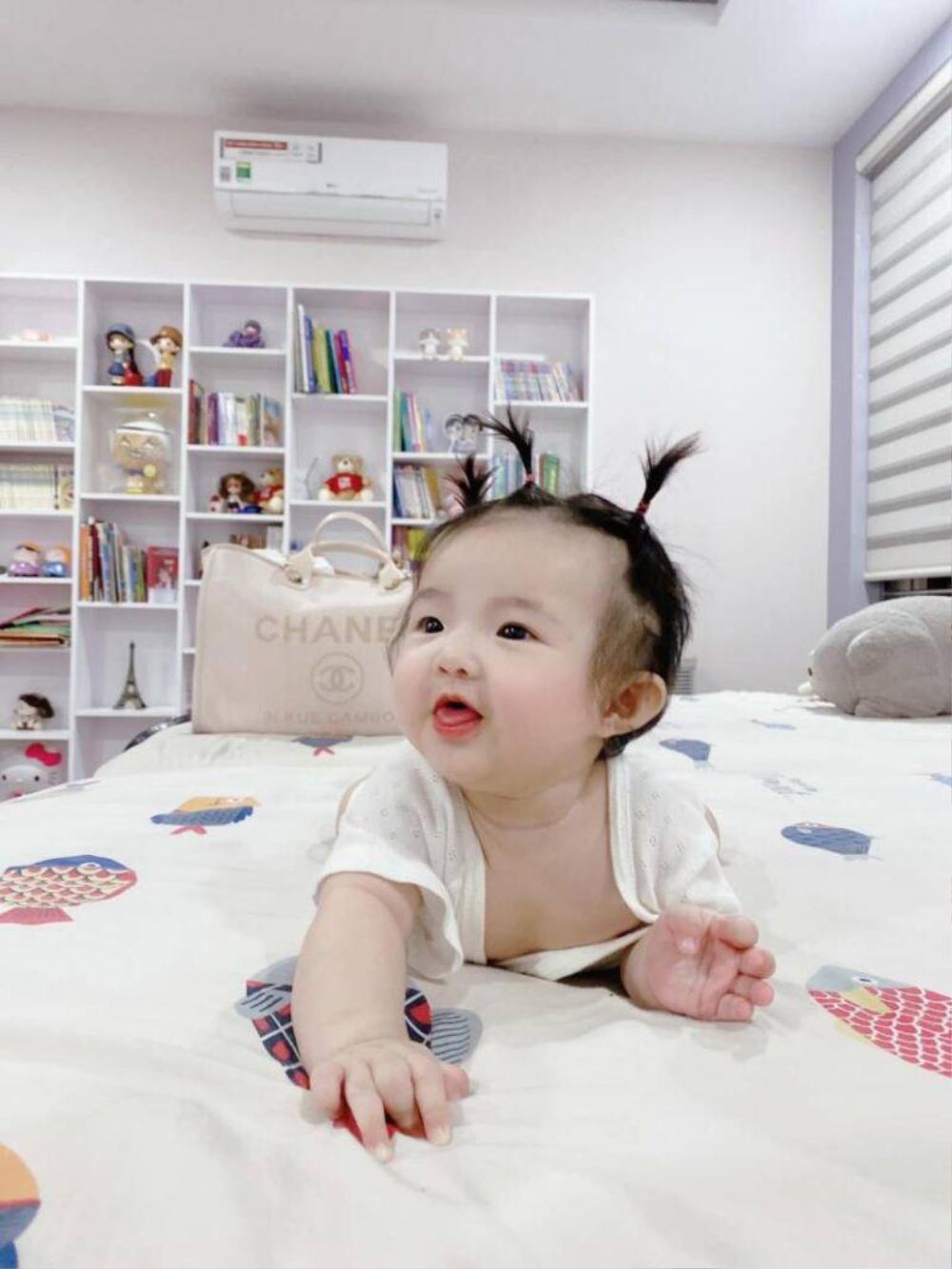 Con gái Đông Nhi càng lớn càng xinh, lấy hết gen đẹp tự nhiên từ bố mẹ Ảnh 3