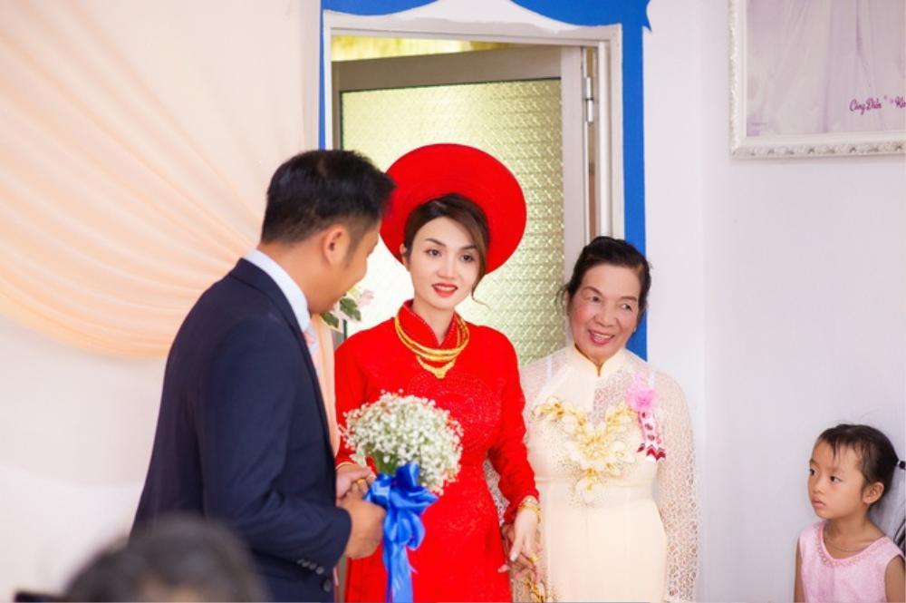 Nhan sắc xinh đẹp của vợ mới cưới diễn viên 'Cổng mặt trời' khiến dân tình xuýt xoa Ảnh 4