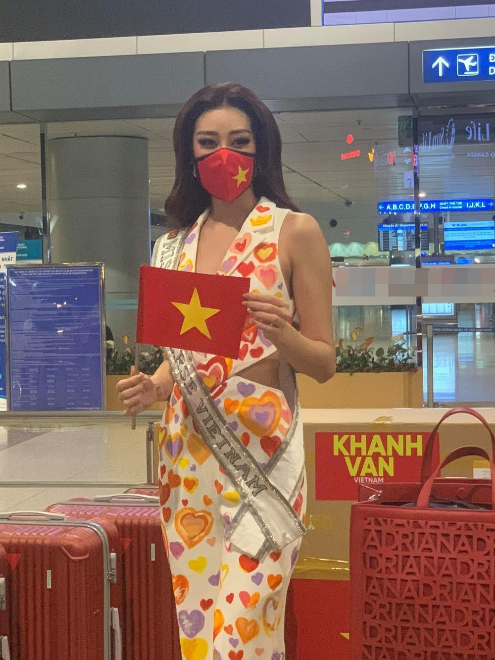Khánh Vân diện bộ suit 'Triệu trái tim Việt Nam sang Mỹ: Gây 'chấn động' với 15 vali hành lý! Ảnh 2