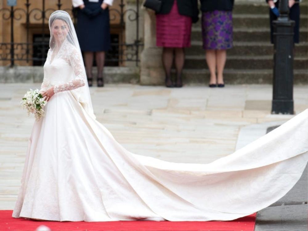 Bí ẩn tủ đồ Hoàng gia: Bóc giá 9 chiếc váy cưới Hoàng gia đắt đỏ nhất Ảnh 6