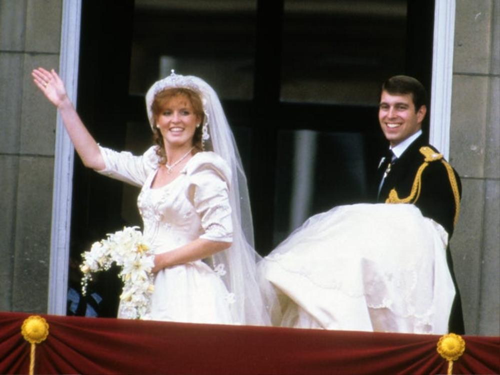 Bí ẩn tủ đồ Hoàng gia: Bóc giá 9 chiếc váy cưới Hoàng gia đắt đỏ nhất Ảnh 3