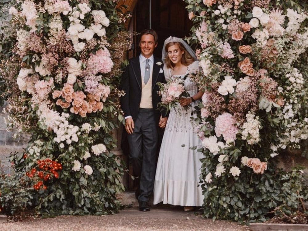 Bí ẩn tủ đồ Hoàng gia: Bóc giá 9 chiếc váy cưới Hoàng gia đắt đỏ nhất Ảnh 1