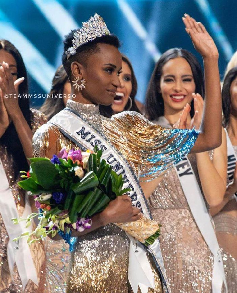 Khánh Vân đeo lại đôi bông tai 'phong thủy' lên đường sang Mỹ: Quyết tâm đăng quang Miss Universe 2020? Ảnh 8