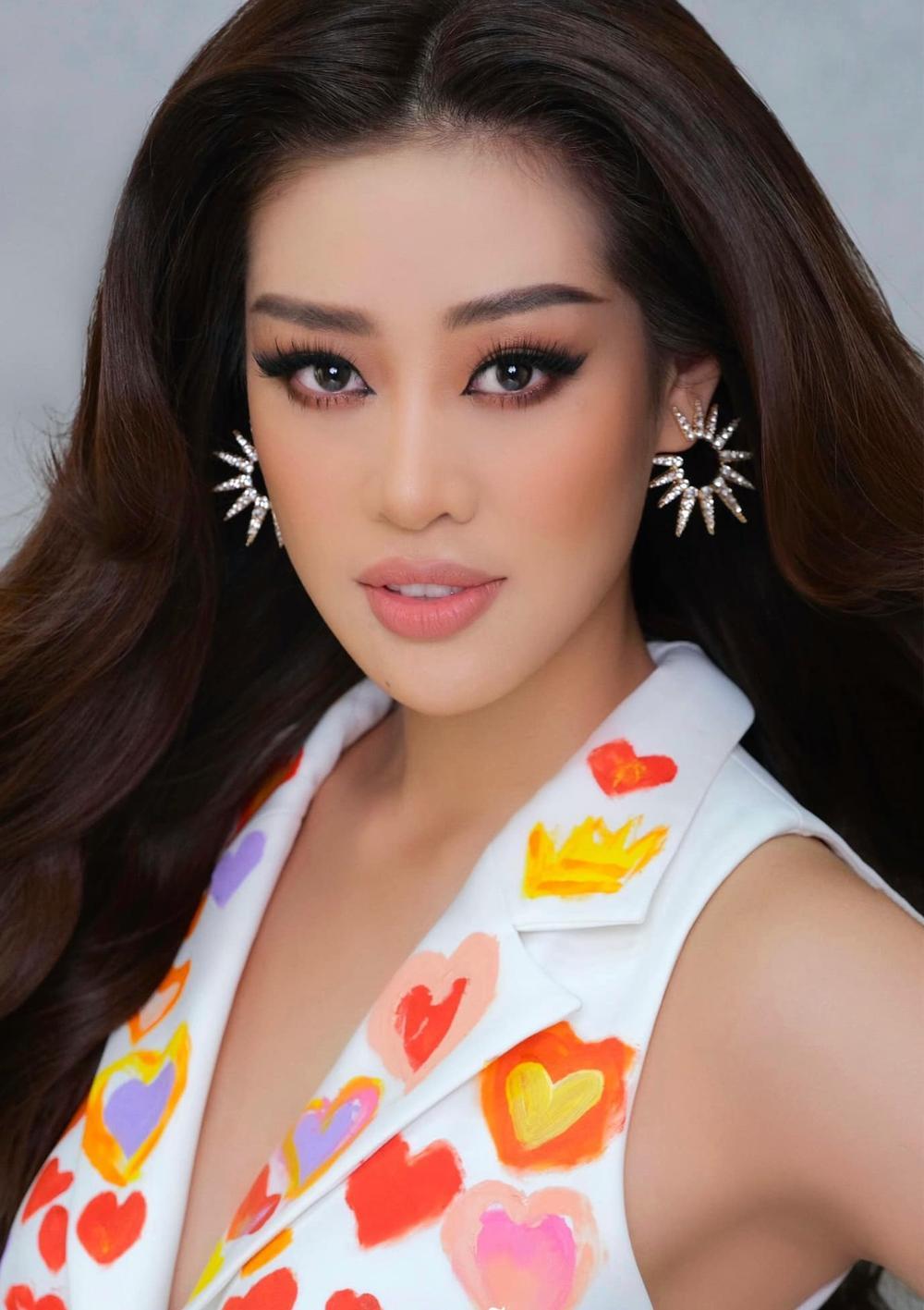 Khánh Vân đeo lại đôi bông tai 'phong thủy' lên đường sang Mỹ: Quyết tâm đăng quang Miss Universe 2020? Ảnh 2