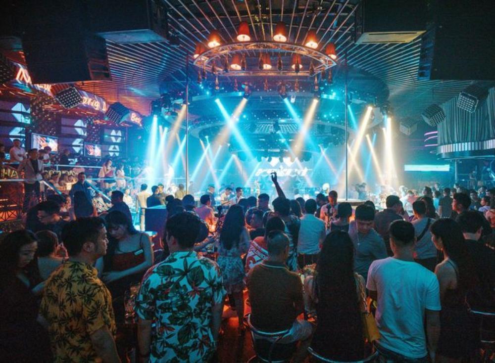 Đà Nẵng tạm dừng các dịch vụ karaoke, quán bar... từ 0h ngày 3/5 Ảnh 1