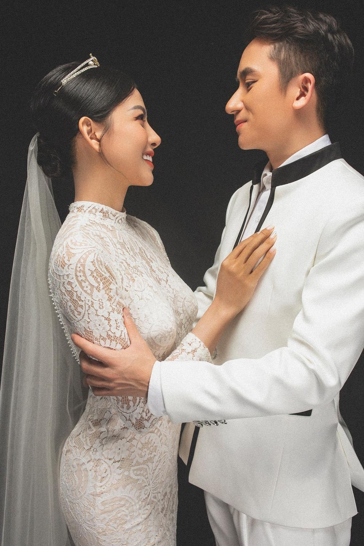 saostar h36x3q2n5xvfw3x3 Phan Mạnh Quỳnh hoãn đám cưới ở Sài Gòn vì dịch Covid 19